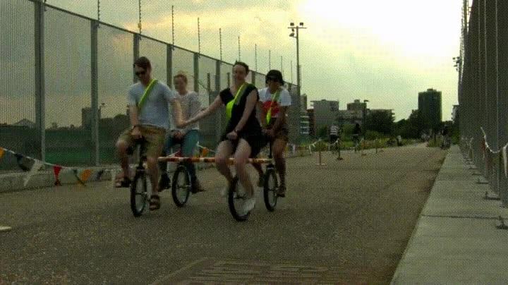 Enlace a Cuando conectas 4 uniciclos y creas algo genial para salir a dar una vuelta con los amigos