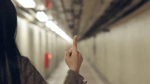 Enlace a El don de esta chica es saber hacer un 360º perfecto sobre su dedo