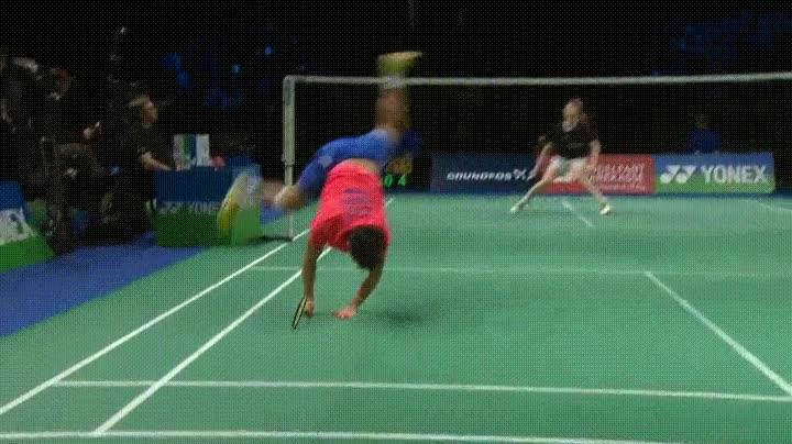 Enlace a Alucinante punto en un partido de badminton