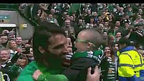 Enlace a Georgios Samaras haciendo feliz a su fan número uno