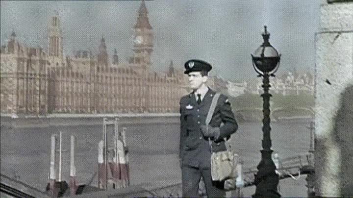 Enlace a Piloto británico demostrando que en 1940 los hombres estaban tan salidos como ahora
