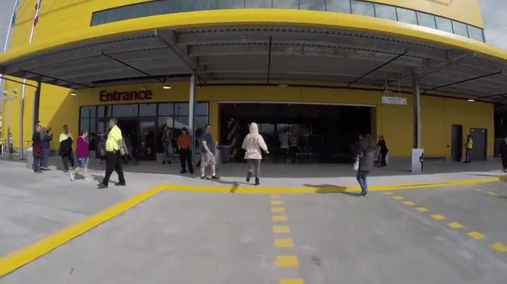 Enlace a Primer herido en la inauguración de una nueva tienda de IKEA