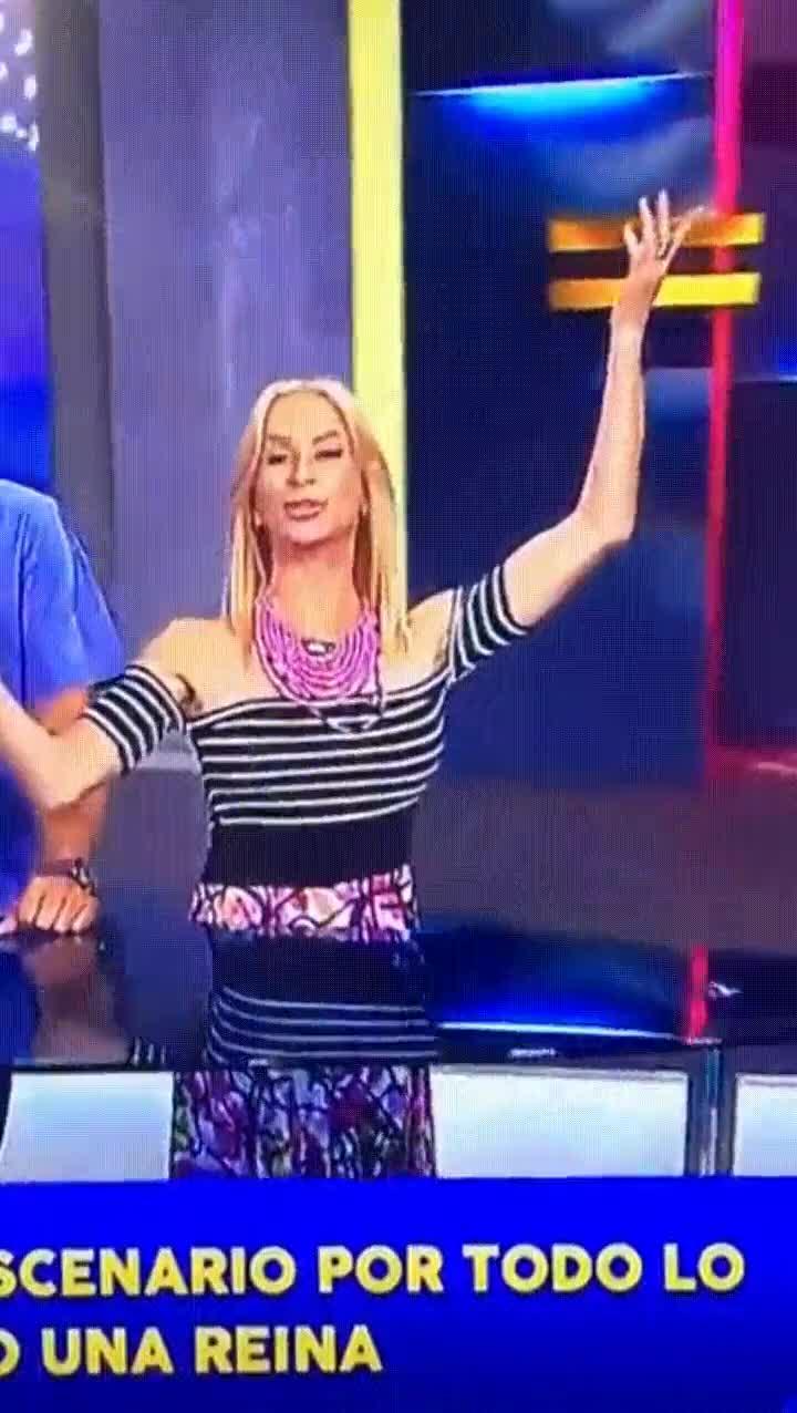 Enlace a Lo peor que le puede pasar a una presentadora e televisión en directo