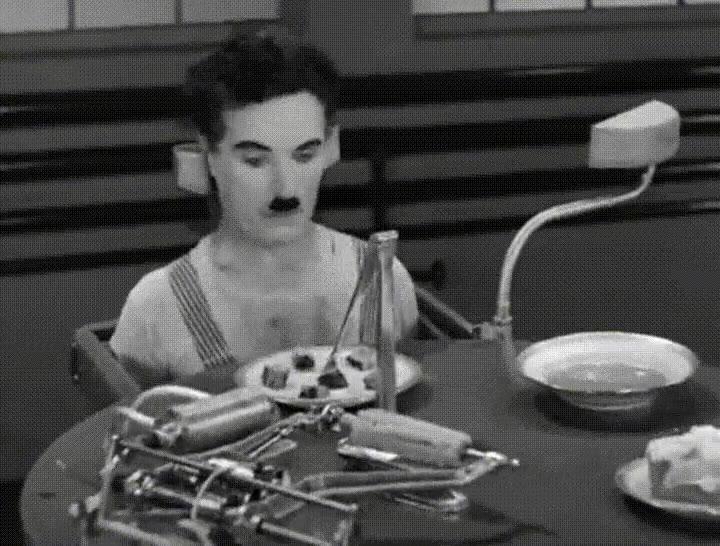 Enlace a Chaplin probando la máquina de comer. Todos deberíamos tener una en casa