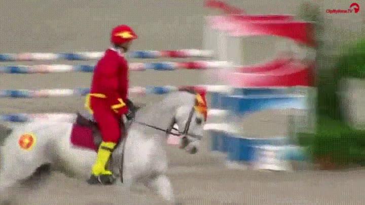 Enlace a A veces The Flash se cansa de correr y se pone a montar caballos