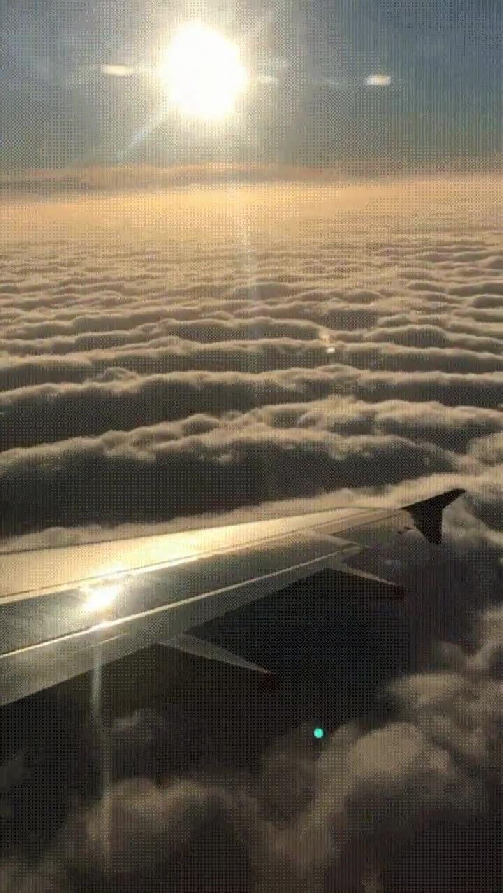 Enlace a Lo que se esconde sobre el nubloso cielo de Londres