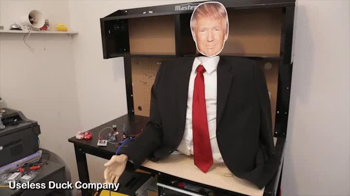 Enlace a Por fin han inventado una máquina para entrenarse para las poderosas encajadas de mano de Trump