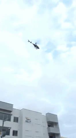 Enlace a Helicóptero sufriendo un percance. Las apariencias engañan