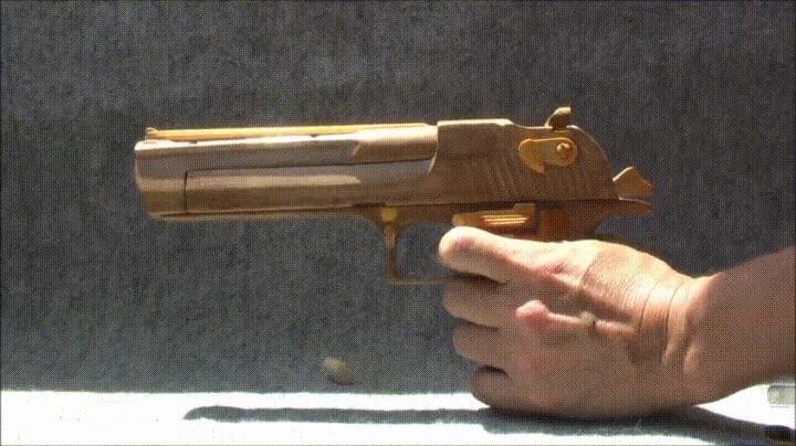 Enlace a Demostración de una pistola de madera disparando balas de madera