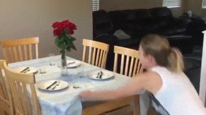 Enlace a Esto es lo que pasa cuando intentamos hacer el truco de la mesa y el mantel