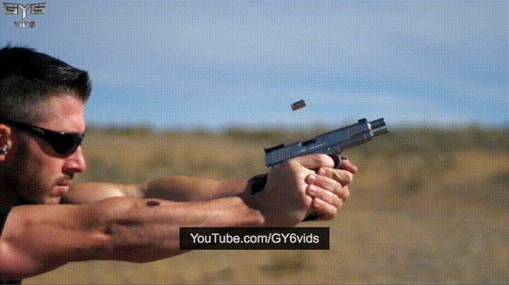 Enlace a Disparando una bala a cámara lenta contra gel balístico