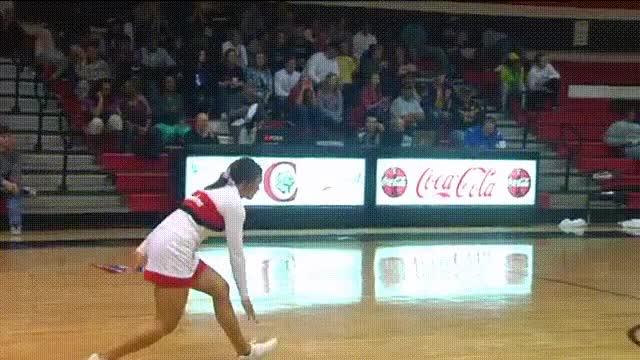 Enlace a La increíble canasta de la cheerleader Ashlee Arnau