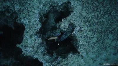 Enlace a ¿Te atreverías a seguirla hacia las profundidades?