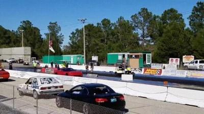 Enlace a Carrera entre un carrito de golf y un Corvette