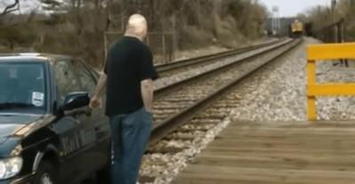 Enlace a Evitando ser golpeado por un tren en el último segundo