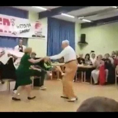 Enlace a Cuando se trata de bailar con el amor de tu vida la edad no es importante
