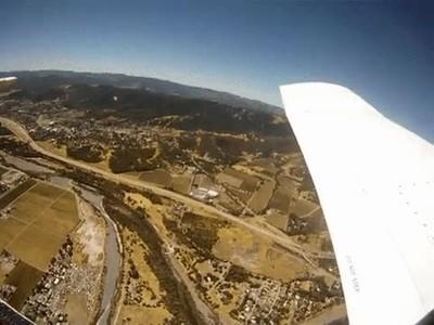 Enlace a Lo primero que ve una cámara que se acaba de caer desde una avioneta