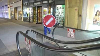 Enlace a Lo peor que te puede pasar cuando bajas por unas escaleras mecánicas