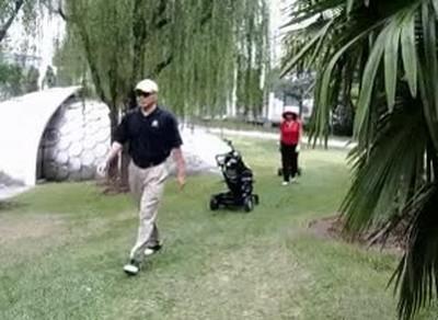 Enlace a Carrito de golf inteligente que sigue a los jugadores