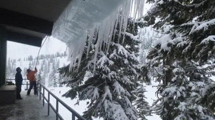 Enlace a La forma más efectiva de limpiar el tejado de tu casa de nieve
