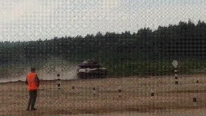 Enlace a Entrenamiento con un tanque ruso que acaba realmente mal