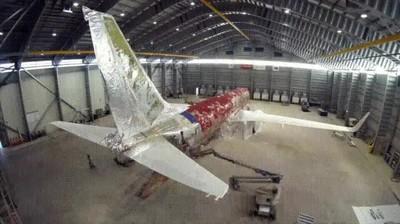 Enlace a Así se quita la pintura de un avión