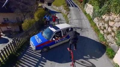 Enlace a Engañando a la policía para trazar un plan maestro sobre la bici
