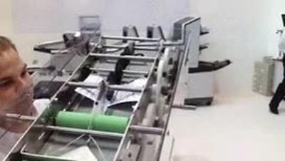 Enlace a Máquina de hacer aviones de papel. El futuro tecnológico
