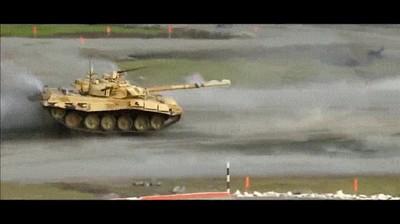 Enlace a Disparar un tanque en el aire sí es posible