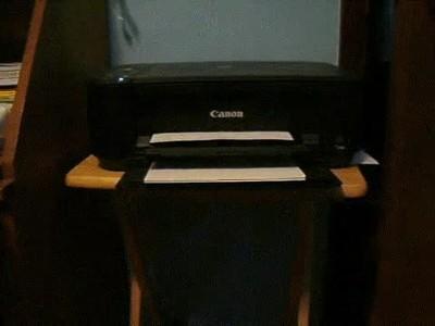 Enlace a La típica impresora violenta que todos tenemos en casa