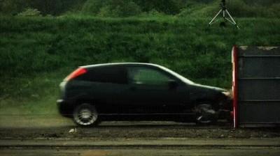 Enlace a Lo que le pasa a un coche cuando choca a 120km/h