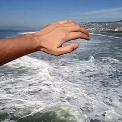 Enlace a Cuando eres dios y te cansas de esas molestas olas