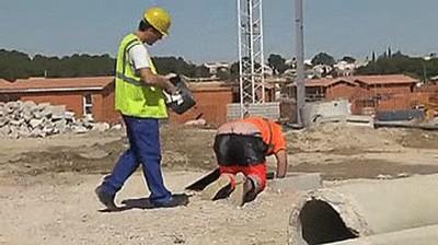 Enlace a Cuando trabajas en la construcción y te confundes de agujero