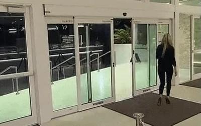 Enlace a Esta puerta automática me representa en el amor