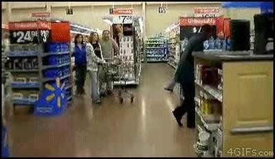 Enlace a Encuentran a Michael Jackson vivo en un supermercado haciendo lo que mejor sabe