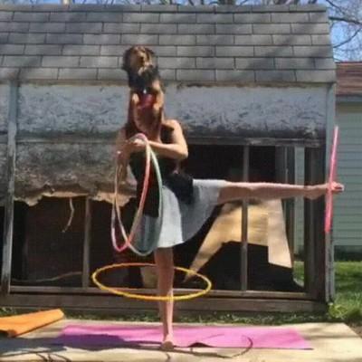 Enlace a Llevando el arte del hula hoop a otro nivel