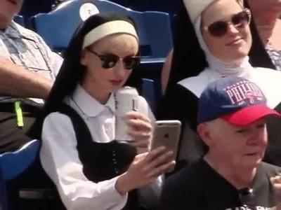 Enlace a Monja haciéndose una selfie. Definitivamente los tiempos han cambiado