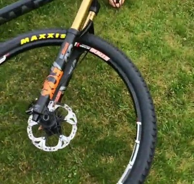 Enlace a Lo que pasa cuando se te cruzan los cables e intentas darle amor a tu bici