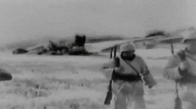 Enlace a Los tipos duros nunca miran explosiones - WWII Vintage edition