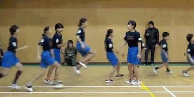 Enlace a Nuevo récord guinness por saltar 225 times la comba en solo 60 segundos