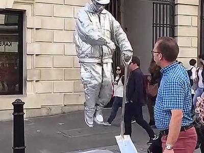 Enlace a Artista callejero con un truco que muchos no conocerán