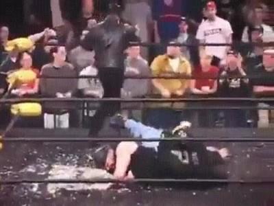 Enlace a Uno de los momentos más espectaculares de la historia de la lucha libre
