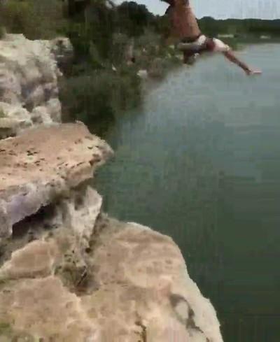 Enlace a Antes de saltar nos dijo que íbamos a ver el salto con más estilo ever