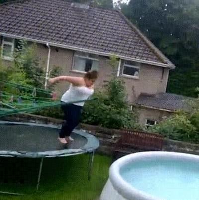 Enlace a Cuando confundes el concurso de saltos con el de miss camiseta mojada