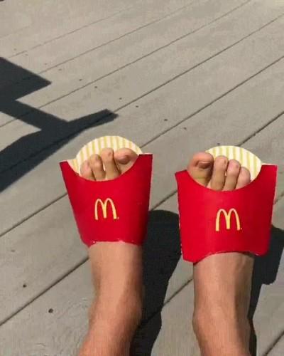 Enlace a La forma más fácil de hacer cosplay de patatas fritas este verano