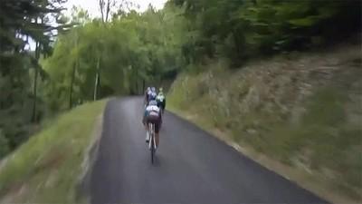 Enlace a Richie Porte liándola en el Tour de Francia