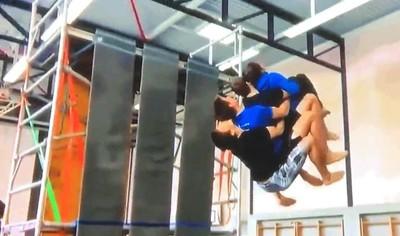Enlace a Haciendo 4 saltos mortales en un solo movimiento