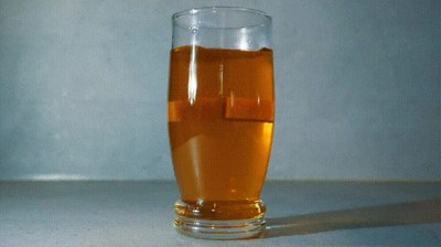 Enlace a Esto es lo que pasa cuando pones dos terrones de azucar en un vaso de te