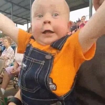 Enlace a Personas mayores atrapadas en el cuerpo de bebés