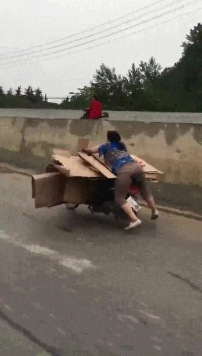 Enlace a Para algunas personas reclclar es mucho más importante que la propia vida
